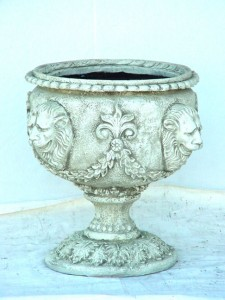 VASE W/ FOUR HEADED LEO OFF WHITE 1