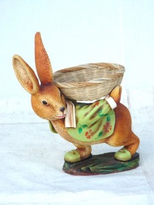 RABBIT MALE WITH BACKLOAD RATTAN TRAY 1